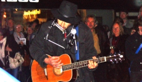 Blackpool busker outshines Bob Dylan and his Band. Old dancing blokeagrees.